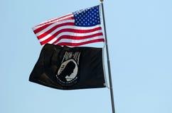 Bandierina del PRIGIONIERO DI GUERRA e della bandiera americana Fotografia Stock Libera da Diritti