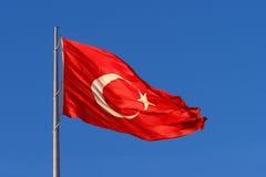 Bandierina della Turchia sul flagpole fotografie stock