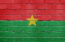 Bandierina di Burkina Faso sul muro di mattoni Fotografia Stock