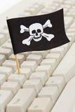 Bandierina di pirata e tastiera di calcolatore Immagine Stock Libera da Diritti