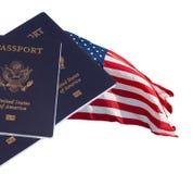 Bandierina e passaporti degli Stati Uniti Fotografie Stock Libere da Diritti