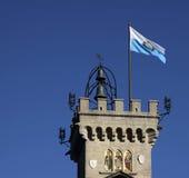 Bandierina e torretta del San Marino Fotografia Stock