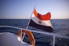 Bandierina egiziana sull'yacht fotografie stock libere da diritti