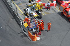 Bandierina gialla - automobile di sicurezza durante la corsa Fotografie Stock Libere da Diritti