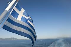 Bandierina greca all'estremità di una barca Fotografie Stock