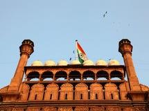Bandierina indiana sulla fortificazione rossa Fotografie Stock Libere da Diritti