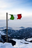 Bandierina italiana in montagna Fotografie Stock