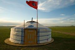 Bandierina mongola del cielo del wth di Ger Fotografie Stock