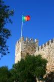 Bandierina sul castello della st George, Lisbona Immagine Stock