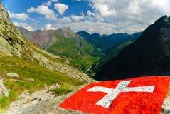 Bandierina svizzera con la valle del furetto di Val in Svizzera Fotografia Stock Libera da Diritti