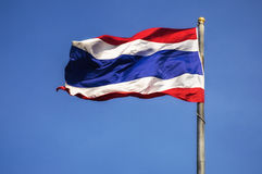 Bandierina tailandese con cielo blu Fotografia Stock