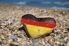 Bandierina tedesca su un cuore di pietra, amo la Germania Fotografia Stock Libera da Diritti