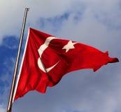 Bandierina turca sul flagpole fotografia stock