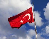 Bandierina turca sul flagpole fotografia stock libera da diritti