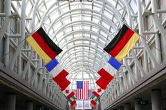 Bandierine in aeroporto internazionale Fotografia Stock