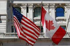 Bandierine americane e canadesi Fotografia Stock