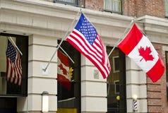 Bandierine del Canada S.U.A. Immagine Stock Libera da Diritti