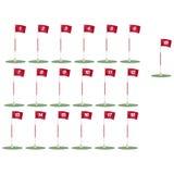Bandierine di golf con il percorso di residuo della potatura meccanica Immagine Stock