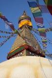Bandierine di preghiera intorno a Boudhanath Stupa Immagini Stock Libere da Diritti