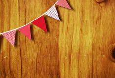 Bandierine rosse e bianche su legno Fotografia Stock Libera da Diritti
