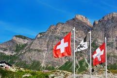 Bandierine svizzere sul passaggio di San Bernardino Fotografia Stock Libera da Diritti
