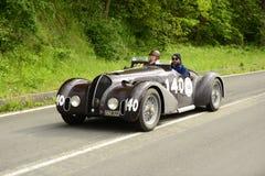 Bandiniauto die in Mille Miglia-ras lopen Stock Foto's