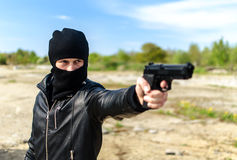 Bandit armé masqué Photos libres de droits