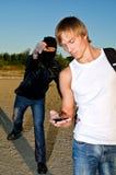Bandit, der versucht, Mann zu berauben Stockfotos