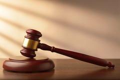Banditore o martelletto di legno dei giudici Immagine Stock Libera da Diritti