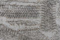 Bandloopvlak van autowielen in de modder Stock Afbeelding