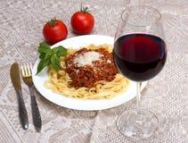 Bandnudelnal ragu Bewohner von Bolognese und Wein Chianti Stockbild