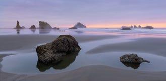 Bandon plaża przy zmierzchem Zdjęcie Royalty Free