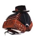 Bandoneon, όργανο τανγκό με ένα αρσενικό καπέλο στην κορυφή στο λευκό Στοκ εικόνα με δικαίωμα ελεύθερης χρήσης