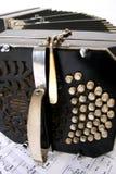 Bandoneon met muziekbladen Stock Foto