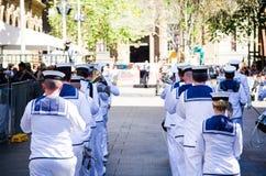 Bandparade der königlichen Australier-Marine auf Erinnerungs-Tagesservice in Martin Place lizenzfreie stockfotografie