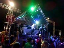 Bandspelen op stadium bij Nieuwjaren Eve Event Royalty-vrije Stock Afbeeldingen