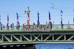 Baner av politisk opposition på slottbron under fet fotografering för bildbyråer