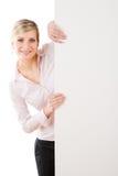 baner bak tom lycklig standing för affärskvinna royaltyfri fotografi