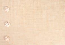 Baner de la harpillera con los botones como decoración. Imagenes de archivo