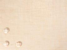 Baner de la harpillera con los botones como decoración. Imagen de archivo