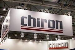 Baner för Chiron logotecken Chiron är ett tyskt fabriks- företag av lodlinjen som bearbetar med maskin mitt Royaltyfria Foton