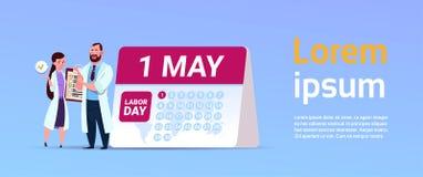 1 baner för ferie Maj internationellt för arbets- dag med doktorer som står över kalender royaltyfri illustrationer