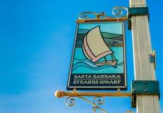 Baner för välkomnande för hamnplats för Stearn ` s på metallpol arkivfoton