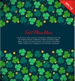 Baner med växt av släktet Trifolium, trefoil Dag för St Patrick ` s Planlägg mallen med dekorativa blom- beståndsdelar och guld-  stock illustrationer