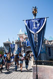 Baner på Disneyland på den 60th Diamond Celebration Arkivfoton