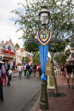 Baner på Disneyland på den 60th Diamond Celebration Arkivbilder