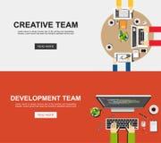 Banerillustration av det idérika laget och utvecklingslaget Plana designillustrationbegrepp för analys, arbete, idékläckning, Royaltyfri Foto