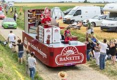 Banette-Fahrzeug auf einem Kopfstein-Straßen-Tour de France 2015 Lizenzfreies Stockfoto
