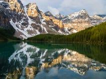 banff湖冰碛国家公园 亚伯大加拿大 库存照片