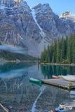 亚伯大banff加拿大湖找出路易丝冰碛国家最近的公园 库存图片
